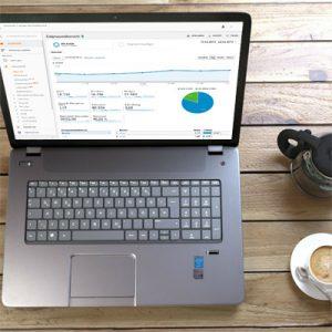 Foto eines Laptops mit Google Analytics. Zum Anaylitcs-Seminar Köln mit Michael Janssen